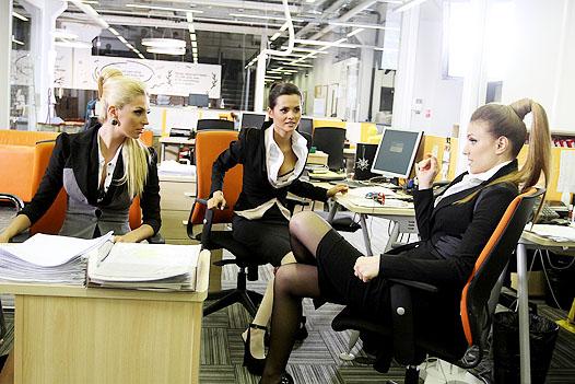 golie-rabotniki-ofisa